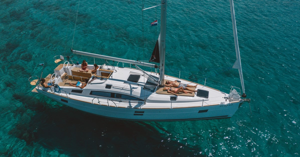 40 ft sailing yacht